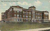 Photo de Main Hall/La Crosse State Normal School, La Crosse, NRHP85000579